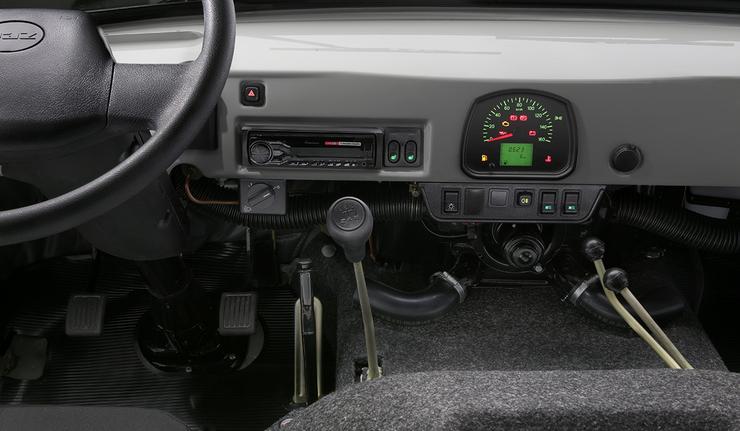Новый УАЗ-головастик: панель приборов